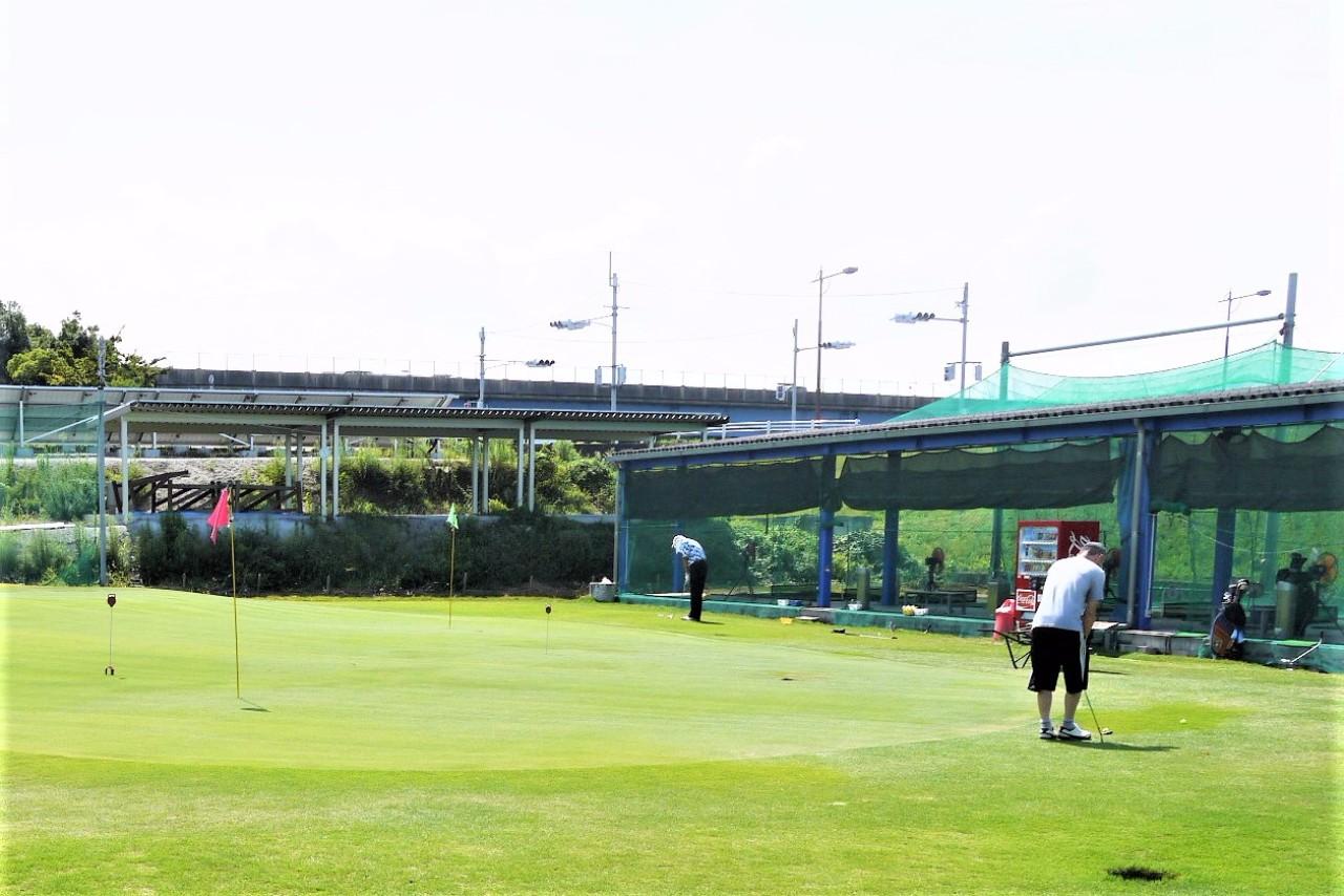 ゴルフショップイシイの練習グリーン