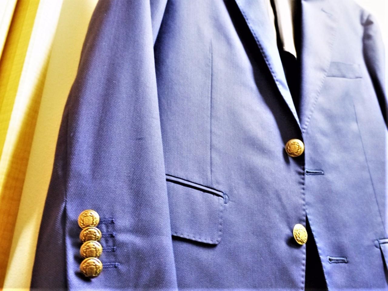 スーツのボタンを交換