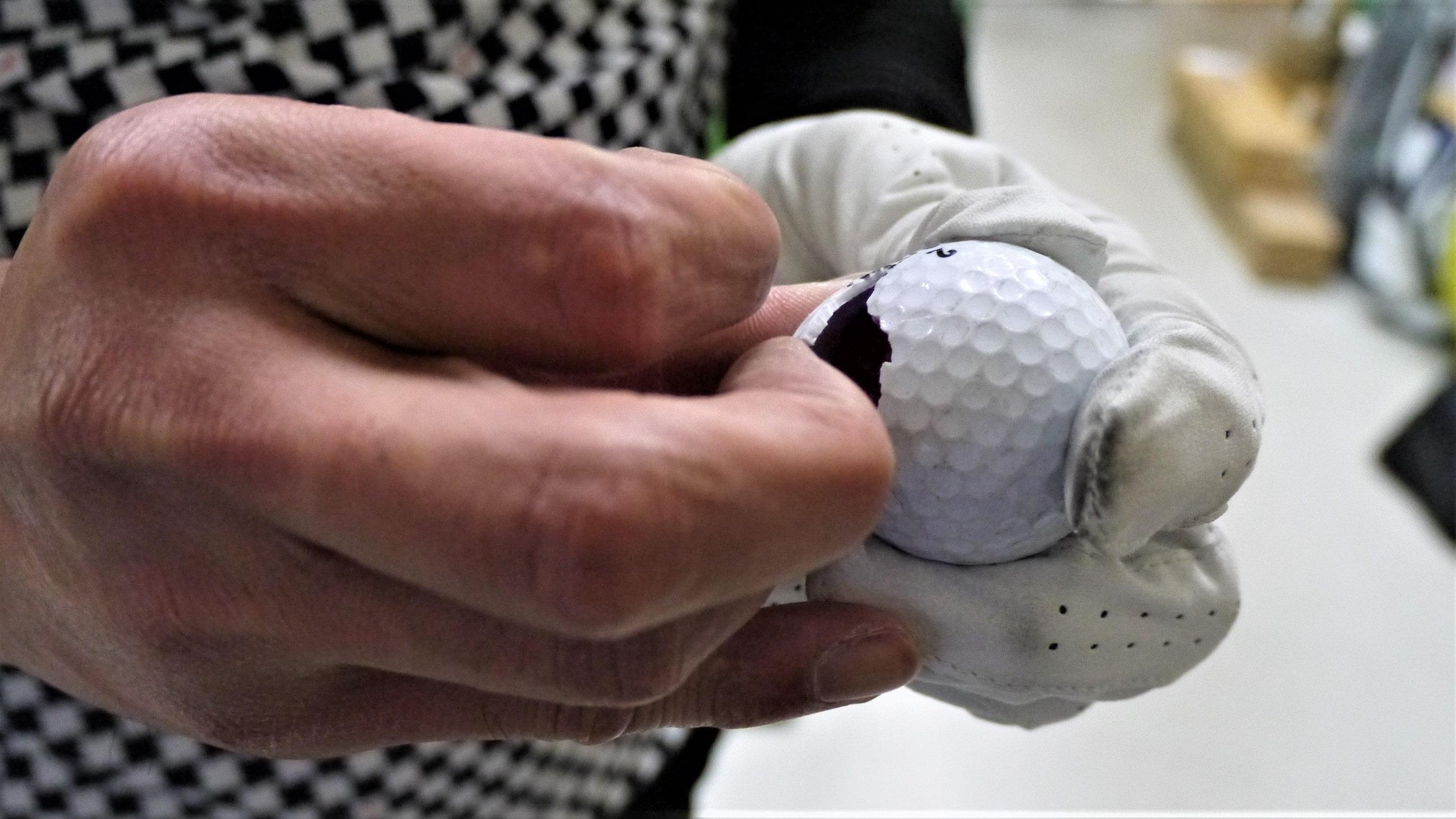 割れたゴルフボール